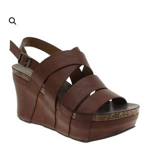 New! Vegan leather like  Wedge Hester 19